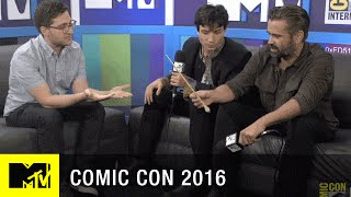 Colin Farrell & Ezra Miller Amazed by Fans Wands Up Salute | Comic Con 2016 | MTV