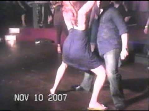 Bailando en la disco Clemente Eres Mas Rollo Que Pelicula