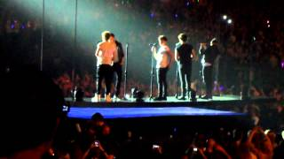 one direction- limbo + last first kiss (antwerp)