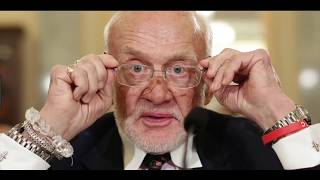 Buzz Aldrin Finally Tweets: Apollo 11 Moon Landing Was Faked! Our Earth is Flat!