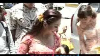 Hadiri Pernikahan Happy Salma, Raul & KD Akan Segera Menyusul - CumiCumi.com