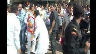 NSG Commando Pushes CM Shivraj Singh Chauhan