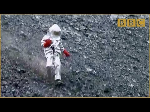 Scientist gets too close to lava lake Richard Hammond s Journey to the Centre of the Planet BBC