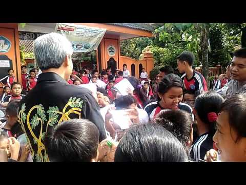 Xxx Mp4 Seru Gubernur Jawa Tengah Ganjar Pranowo Dapat Ucapan Ulang Tahun Dari Anak SD 3gp Sex