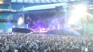 Rihanna Swearing Umbrella London Diamond Tour