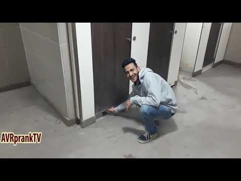 Bathroom prank | Bathroom Gye loogo ki pic click ki | Best prank | Indian prank