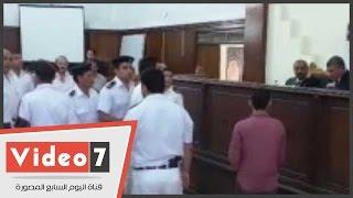 """بالفيديو.. شاهد بـ""""أحداث كفر الشيخ"""" يتعرف على متهم بالقفص من فيديو على الانترنت"""