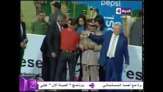 """الملاعب اليوم - علاء عبد الصادق يرفض مصافحة """"مرتضى منصور"""" ولاعبى الاهلى ترفض استلام الميداليات"""