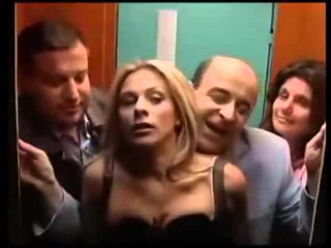 Le mete punta a rubia tetona en el ascensor xD