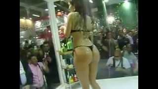CACAU A EX BBB MAIS GOSTOSA TOMANDO BANHO DE BIQUINE!!!