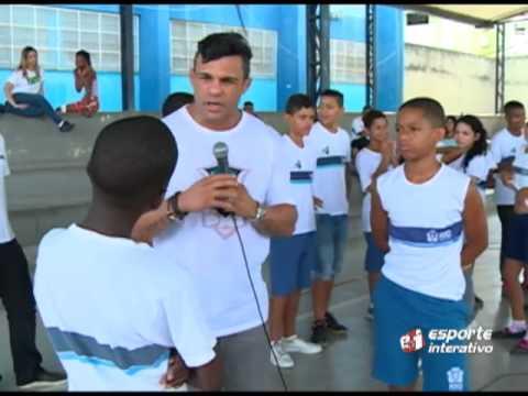 Vitor Belfort acaba com briga entre alunos de escola pública do Rio de Janeiro