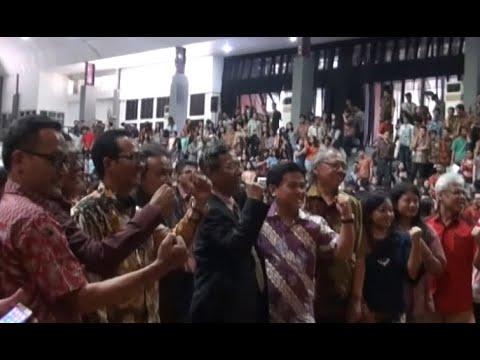 Xxx Mp4 Mahasiswa Bandung Tuntut Ratna Sarumpaet Minta Maaf 3gp Sex