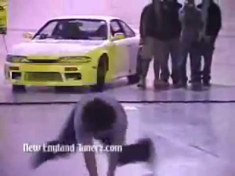 Hot girls shakin their asses at a car show