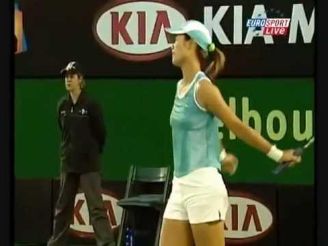 Crowd Laughing At Maria Sharapova And Shout SHUT UP