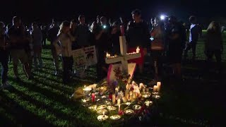 1,000 people attend vigil for Florida school shooting victims