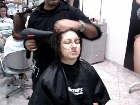 corte de cabelo camadas com 4 tesouradas estilo Gisele Bündchen