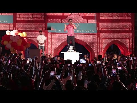 Xxx Mp4 Shahrukh Khan Birthday Celebration With CRAZY FANS At Zero Trailer Launch 3gp Sex