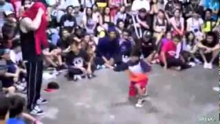 Niño de 8 años deja en ridículo a un bailador de breakdance