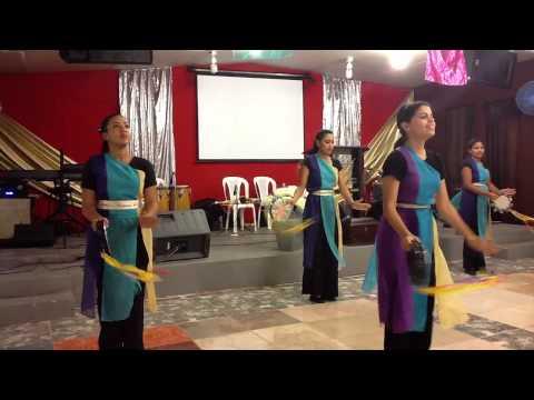 Conquistadores merengue por el ministerio de danza