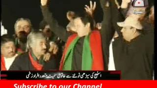 Imran Khan Lahore Jalsa Funny Moments The Girl Drop Down From Stairs Fight Between PTI Workers
