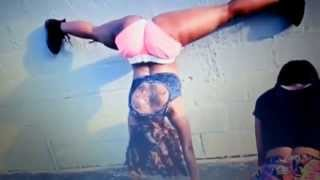 Twerking uncut *(warning must be 18 to view)