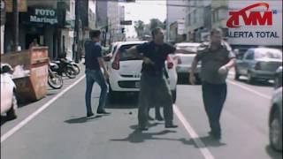 Policiais a paisana interferem em briga de transito no centro de PG