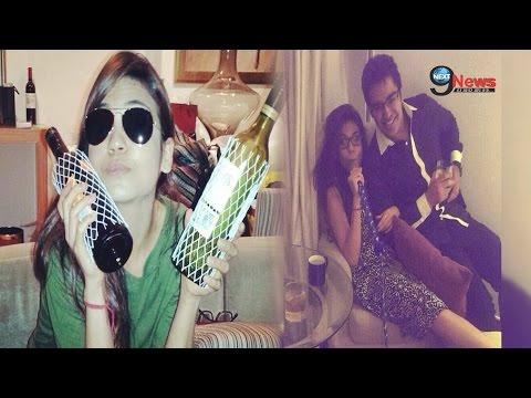 Xxx Mp4 अल्का याग्निक की बेटी का ड्रिंक्स के साथ पार्टी में दिखा ये अंदाज Alka Yagnik Daughter 3gp Sex