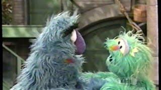Sesame Street (#3886): Rosita Looks for a Best Friend