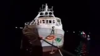 فيديو سحب مركب رشيد الغارق للشاطئ  بعد إنتشاله