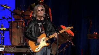 Daryl Hall and John Oates - Maneater | Live in Sydney | Moshcam