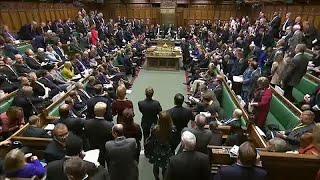 """شاهد: نقاش حاد بين ماي وكوربين وصيحات استهجان في البرلمان البريطاني بسبب مسودة اتفاق """"بريكست""""…"""