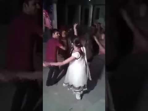Desi VILLAGE Girls dance on Marwadi Dj Song Vivah Geet Shadi Dance 2016 Rajasthani Wedding Dj Song