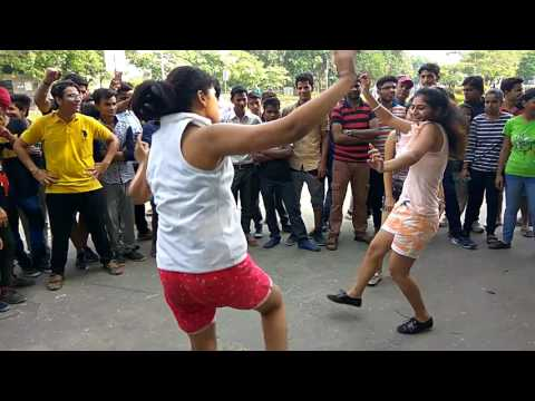 Delhi Girls dancing On Chandigarh waliye Song   #Raahgiri #Day Canaught Place