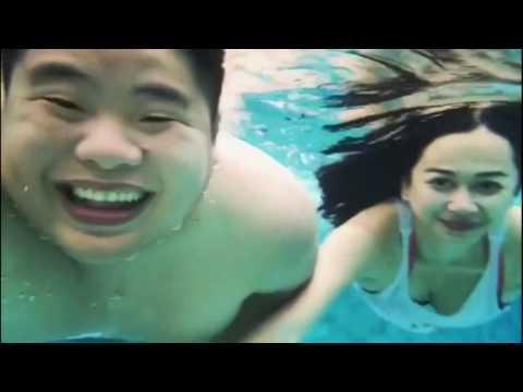 Aura Kasih berenang dengan Tank Top Putih - Wow