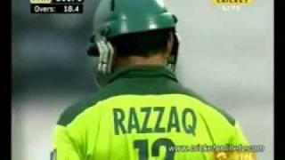 Abdul Razzaq vs New Zealand 34 off 11 balls - Last 3 Overs