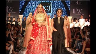 Dia Mirza Hot Ramp Walk IIJW Fashion Show 2017
