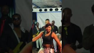 Les danseuses de werrason en plein concert à kinshasa Bitumba 08.2016 e yindi
