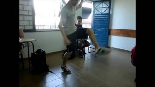 Pedro e Thiago: Bolinha de papel fistaile