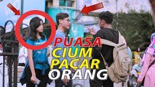 GILA CIUM PACAR ORANG SAAT PUASA - PRANK INDONESIA