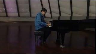 Maduro sacude las redes tocando el piano