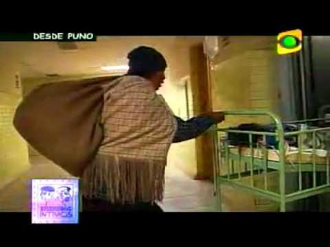NIÑO PERUANO AGONIZA Y MUERE DE FRIO FRENTE A CAMARAS DE TELEVISION OCURRE EN LOS ANDES DEL PERU