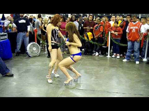 modelos del lowrider show bailando