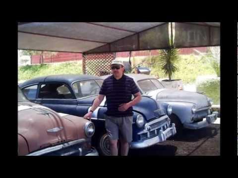 Recorrido por autos antiguos y abandonados