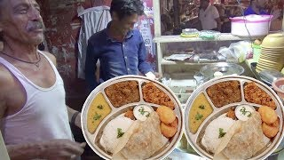 Best Indian Family Selling Chicken Curry 80 Rs / Mutton Paya Soup 30 Rs / Roti 5 Rs