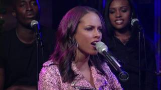 Alicia Keys - Empire State of Mind (Late Show 12-18-09) HD