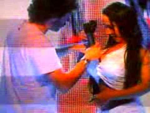 Cantidato a reporter do CQC tirando o sutiã da mulher MELÃO