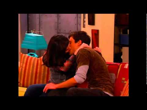 Miranda Cosgrove Kissing you iCarly pics