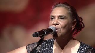 Shellie Morris & Djakapurra Munyarryun - My Island Home (live)