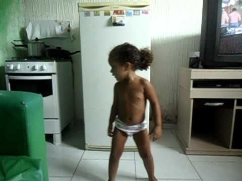 Leticia Dançando enfica 01