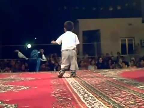 Algerie UN PETIT CHIKOR ALGERIEN DANSE